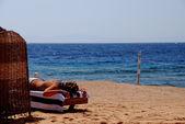 Beach near the sea and girl — Stock Photo