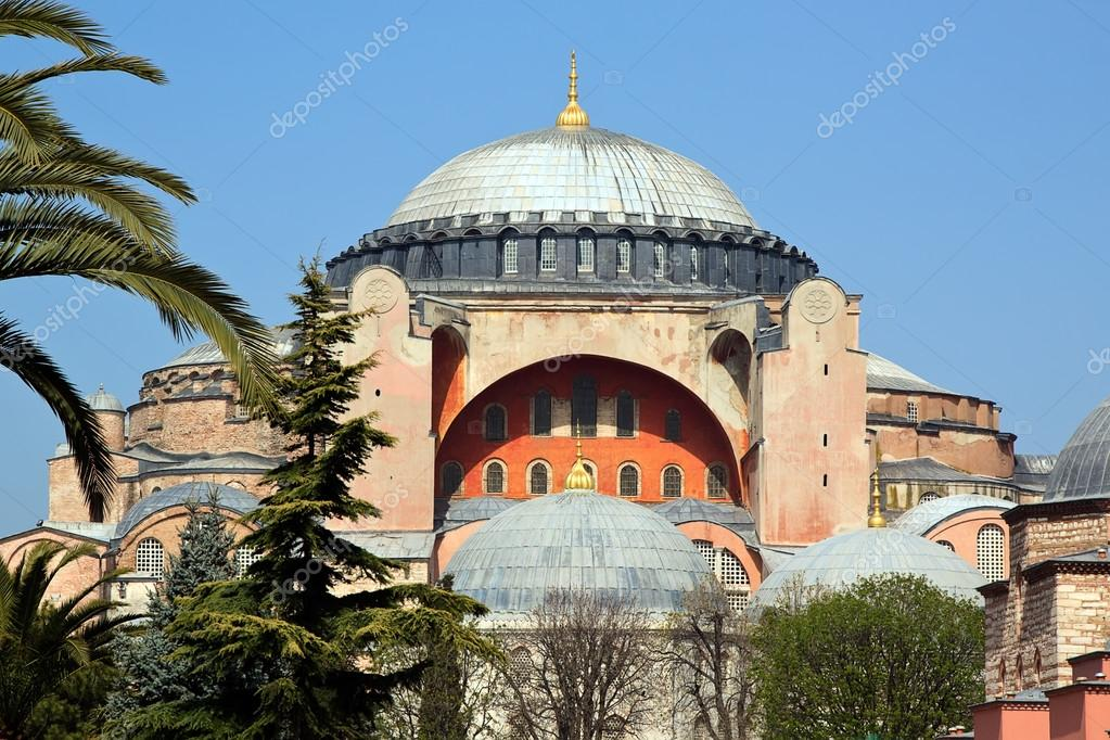 Hagia Sophia museum in Istanbul — Stock Photo #12533576
