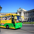 Tour bus with tourists on Heldenplatz square in Vienna , Austria. — Stock Photo