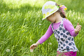 Baby für einen spaziergang im sommer. — Stockfoto