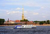 Pleasure boat in Saint - Petersburg. — Stock Photo
