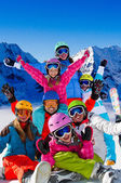 Ski, sneeuw, zon en winter plezier — Stockfoto