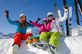 Sci, neve, sole e in inverno il divertimento — Foto Stock