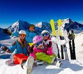 Ski familie. — Stockfoto