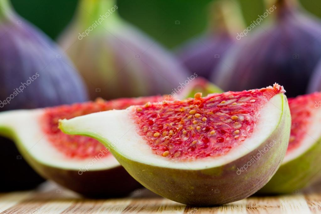 Ripe fig fruits  — Stock Photo #13774975