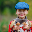 Mushrooms picking, season for mushrooms — Stock Photo #31306703