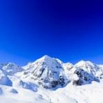 montagne hivernale - pistes de ski dans les Alpes italiennes — Photo