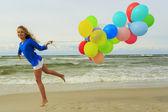 Sommer freude - junges mädchen genießen sommer — Stockfoto