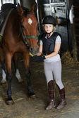 馬と馬術の素敵な女の子 — ストック写真