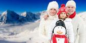 Snow, sun and winter fun — Stock Photo