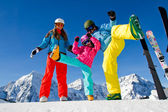 Ski, winter, snow, skiers, sun and fun - family enjoying winter — Foto de Stock