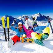 Ski, snow and winter fun - happy family ski team — Stock fotografie