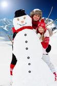 雪、太陽と冬の楽しみ — ストック写真