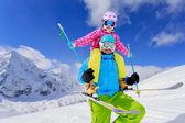 スキー、冬、雪、スキー、太陽と楽しい - 冬を楽しんでいる家族 — ストック写真