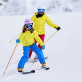 Skiing, skiers on ski run - child skiing downhill, ski lesson — 图库照片