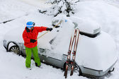 Ski, Winter, snow, car - skier man is shoveling the car of snow — Stock Photo