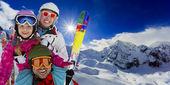 Zima, narty, narciarzy, śnieg - rodziny, ciesząc się narty — Zdjęcie stockowe