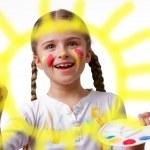 Happy summer, lovely child - Cute girl painting sun — Stock Photo #47813015