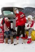 Winter, travel - family with baggage ready for the travel for winter vacation — Stockfoto