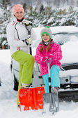 Winter, snow, car - family  shoveling the car of snow — Stock Photo