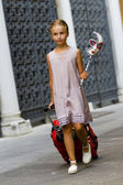Touring Venice - girl on the way to the hotel — Stock Photo