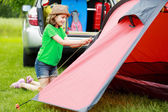 Camp in the tent - young girl setting a tent on the camping — Foto Stock