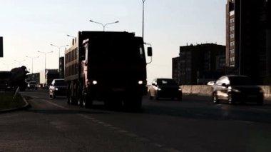 Ruchu samochodowego w mieście — Wideo stockowe