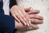 Bride and groom holding hands — Стоковое фото