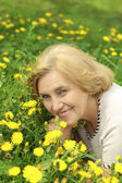 Beautiful lady enjoys union with nature — Stock Photo