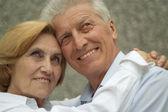Glad couple enjoy union with nature — Stock Photo