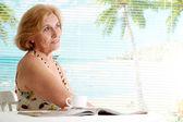 Sognare donna presso un resort — Foto Stock