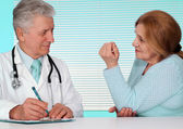 Good doctor and his patient — Stock Photo