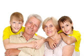 他们令人愉快的孙子的爷爷奶奶们 — 图库照片