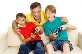 幸福的家庭,在明亮的 t 恤 — 图库照片