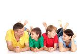 Szczęśliwą rodzinę w jasnych t-shirty — Zdjęcie stockowe