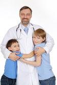 Miły mężczyzna lekarz w gabinecie — Zdjęcie stockowe