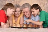 Dziadkowie i młode chłopaki — Zdjęcie stockowe