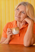 Kobieta w orange — Zdjęcie stockowe
