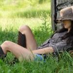 Красивая девушка на природе — Стоковое фото
