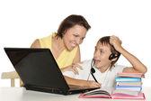母亲和儿子一起学习 — 图库照片