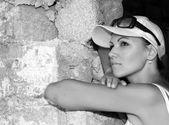 Viajero de mujer de miel — Foto de Stock