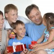 Happy family with gifts — Stockfoto
