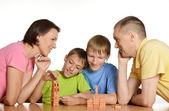 Família jogando o construtor — Foto Stock