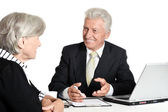 Elderly businessman speaking to a woman — Foto Stock