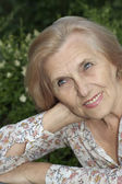 Ältere Frau Porträt im freien — Stockfoto