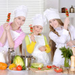 Girls preparing food — Stock fotografie #30735127