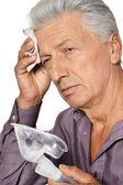 Homem idoso doente — Foto Stock