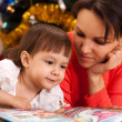 Cute mother decided to read to her children — Stock Photo