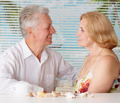 Happy old couple at the resort — Stock Photo