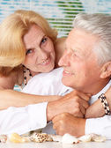 Amusing old couple at the resort — Stock Photo